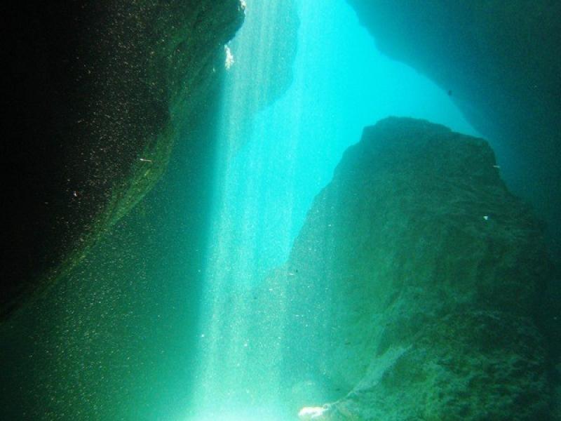 Calpe duiken spelonk-onder-water-800x600