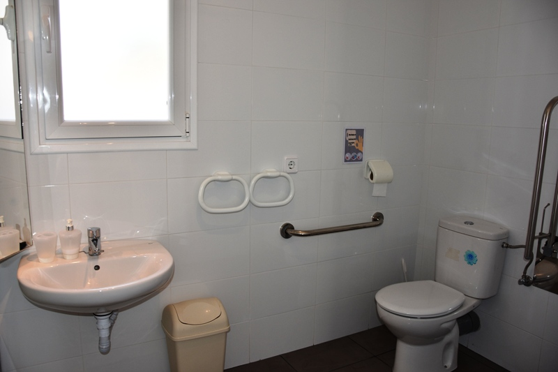 bathroom suite 5
