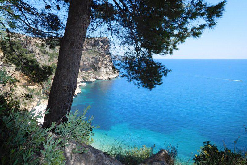 wandeling langs de middellandse zee